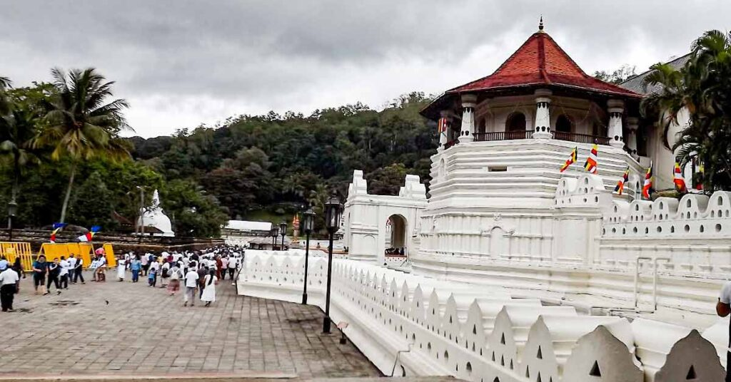 temple-of_the_tooth_kandy